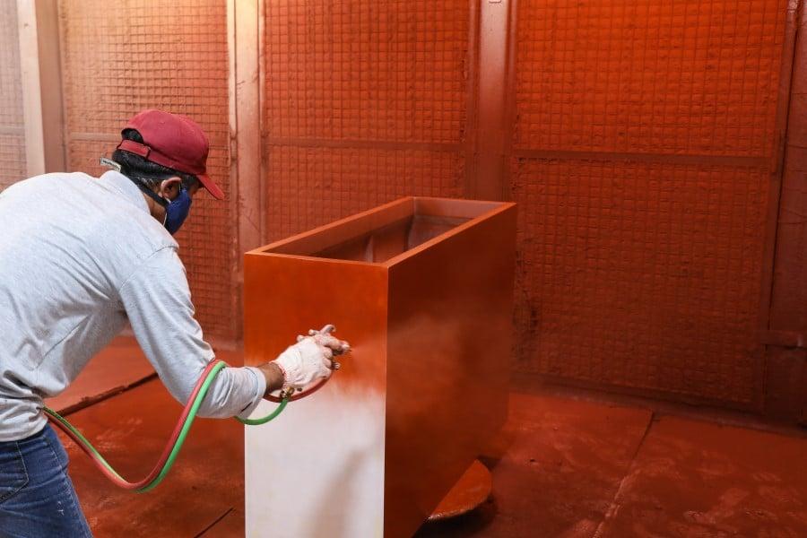 painting fiberglass planters