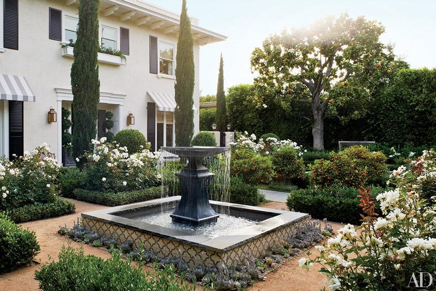 fountain the in garden